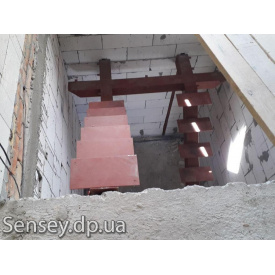 Металеві сходи між поверхами за індивідуальними розмірами