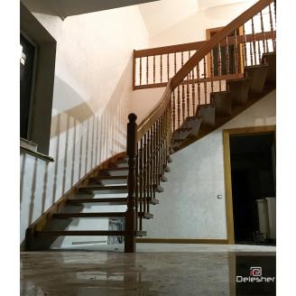 Виготовлення дерев`яних сходів на тятиві в будинок