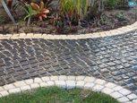 Садовая дорожка мощеная камнем