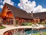 Деревянный коттедж с бассейном