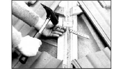 Хребет покрівлі — укладання хребетної черепиці