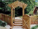 Забор деревянный у загородного дома