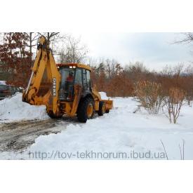 Прибирання снігу цілодобово