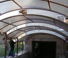 Использование поликарбонатов для изготовления навесов.