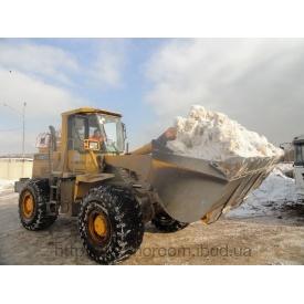Прибирання снігу навантажувачем