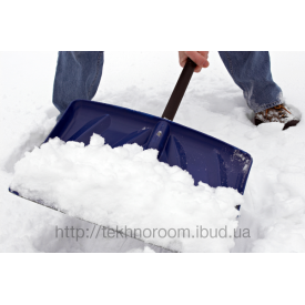 Уборка снега вручную лопатами