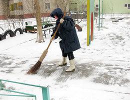 Європейська столиця: У Києві у відкриті люки падають вже навіть ... двірники