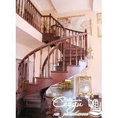 Деревянная лестница в классическом стиле