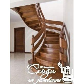 Дерев'яні напівгвинтові сходи