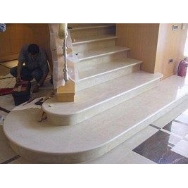 Лестница из мрамора Карамель беж бежевая