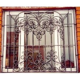 Кованая решетка на трехстворчатое окно