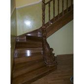 Деревянная лестница Г-образная