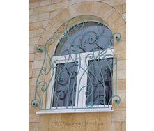 Кованная оконная решетка металлическая