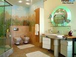 Зеркало в стильной ванной комнате
