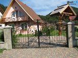 Кованные ворота на участке