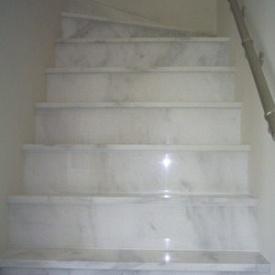 Маршевая лестница из белого мрамора Кемаль Паша