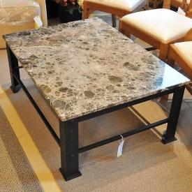Журнальний стіл з мармуру