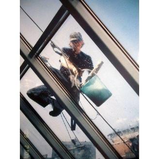 Очистка стекленых поверхностей после строительных работ
