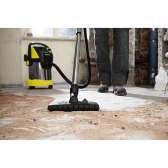 Сухая уборка промышленным пылесосом после строительных работ