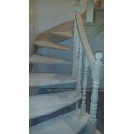 Деревянная лестница на боковой тетиве