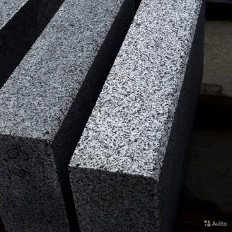 Бордюр дорожный из натурального гранита с фаской 100х30х18 мм серый