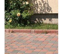 Поребрик фігурний квадратний Золотий Мандарин 500х80х250 мм на сірому цементі персиковий