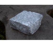 Колотая брусчатка из покостовского гранита 10х10х5 см серая