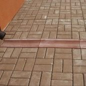 Отлив Золотой Мандарин 500х200х60 мм красный на сером цементе