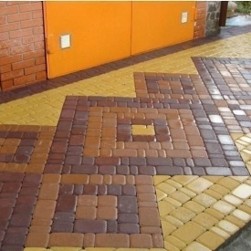 Тротуарна плитка Золотий Мандарин Старе місто 120х80 мм на сірому цементі коричневий