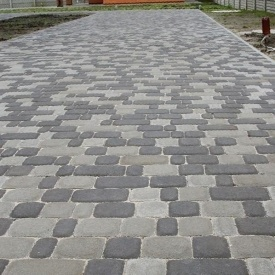 Тротуарна плитка Золотий Мандарин Старе місто 120х80 мм на сірому цементі чорний
