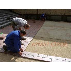 Укладка тротуарной плитки вручную