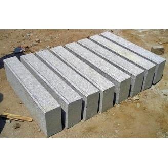 Бордюр гранитный из натурального камня 50х30х15 см серый