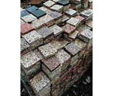 Гранитная тротуарная плитка для садовых дорожек 10х10х3 см светло-серая