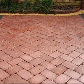 Тротуарна плитка Золотий Мандарин Цегла Антик 240х160х90 мм бордовий на сірому цементі