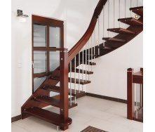 Лестница на больцах с стальными балясинами коричневая