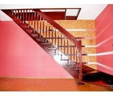 Лестница на больцах с декоративными балясинами