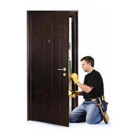 Встановлення металевих дверей