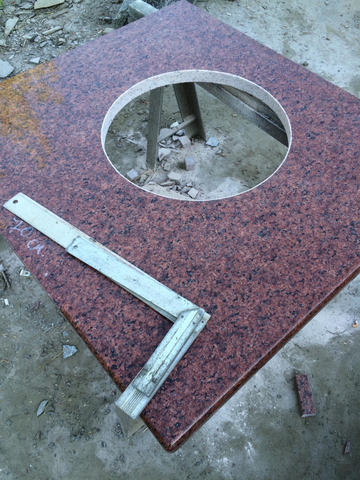 Столещница из Лезниковского гранита Maple Red толщиной 4 см