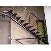 Лестница Триумф Запад с перилами из нержавеющей стали и металлическими ступенями