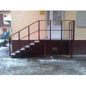 Лестница наружная Триумф Запад с металлическими перилами и ступенями из плитки