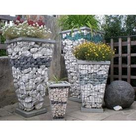 Садовая конструкция для цветника из габионов