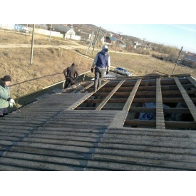 Демонтаж шиферу на даху