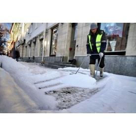 Чистка снега вручную
