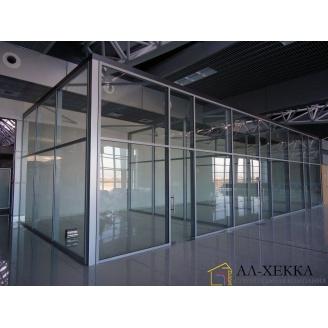 Монтаж стеклянной перегородки в офисах и коммерческих учреждениях под заказ