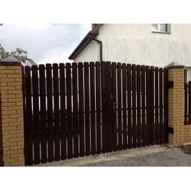 Распашные ворота из штакета коричневые