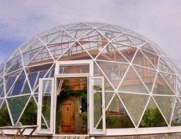 Дивовижний будинок під куполом в Арктиці вражає своєю екологічністю ФОТО