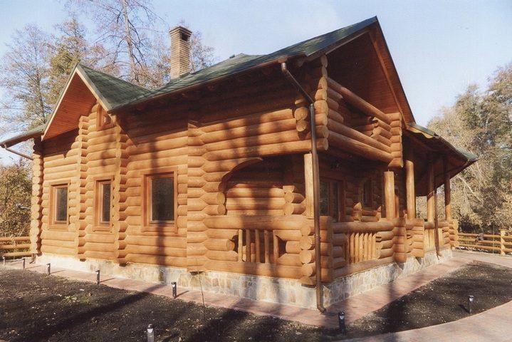 Дом из дикого сруба