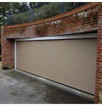 Секционные гаражные ворота Alutech Trend микроволна