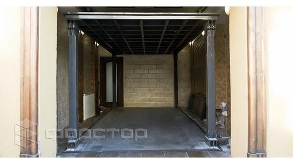 Подземный гараж с лифтом для автомобиля