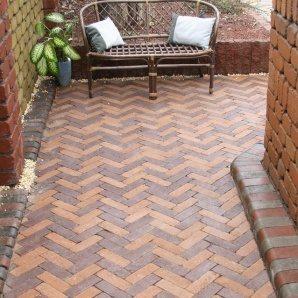 Тротуарна плитка Золотий Мандарин Барселона Антик 186х60х45 мм на сірому цементі персиковий